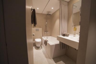 Hôtel la Valiz - Lille - salle de bain - baignoire